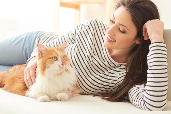 http://petvetmat.com/wp-content/uploads/2016/10/girl-w-cat-2.jpg